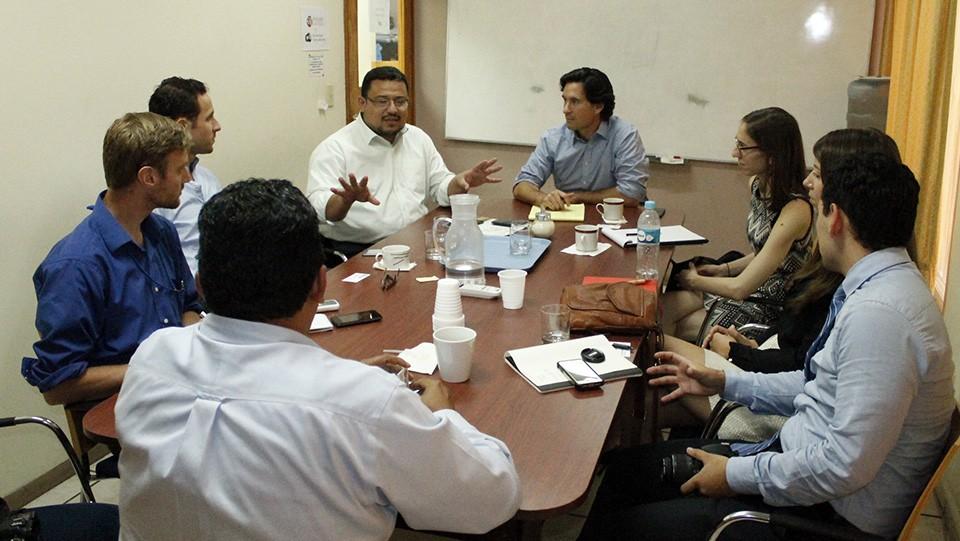 Los visitantes dialogaron con los representantes de ASJ Honduras.