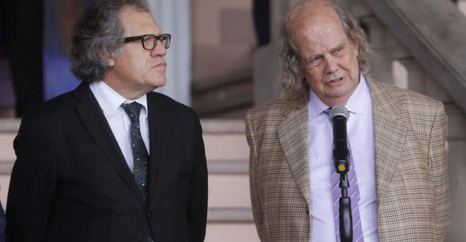 El secretario de la OEA, Luis Almagro, junto al facilitador del diálogo, John BIehl. (Foto cortesía La Prensa)