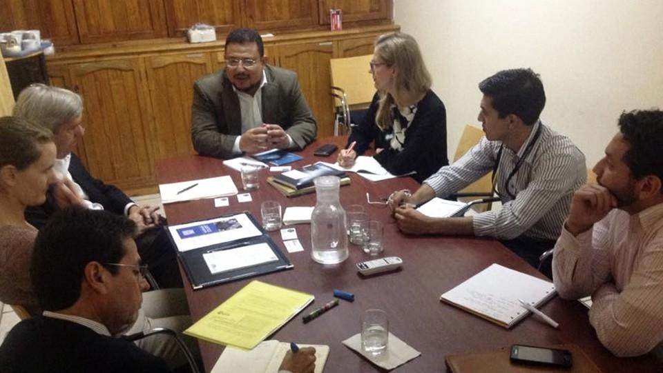 Omar Rivera, Joel Hernández y Lester Ramírez, junto a los delegados de la Fundación para el Debido Proceso y del ABA Center for Human Rights.