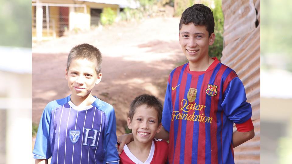 Kevin, Emilson y Cristian Chávez.