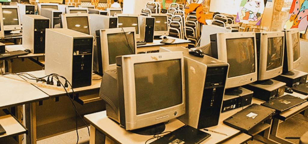 Computadoras asignadas al laboratorio de la Escuela Normal Mixta Pedro Nufio.