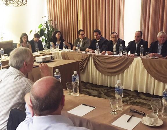 Miembros de la delegación junto a representantes de ASJ y del sector privado.