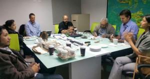 """Ejecutivos de """"Vuelve al centro"""" durante la reunión con el vicepresidente de ASJ, Kurt VerBeek."""