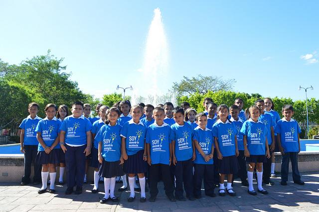 Alumnos de excelencia académica premiados en Costa a Costa: Pedaleando por la Educación