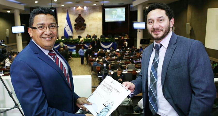 Carlos Hernández y Lester Ramírez fungirán como secretario y suplente, respectivamente.