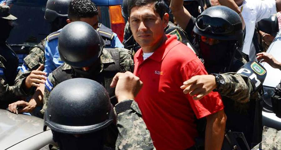 Subcomisario Juan Francisco Sosa, detenido en aseguramiento de su vivienda. (Foto: cortesía LaPrensa.hn)