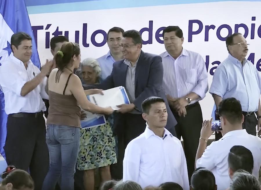 entrega títulos Tegucigalpa