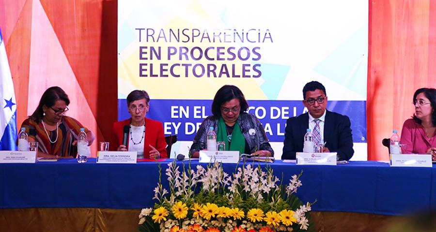 panel transparencia Delia Ferreira