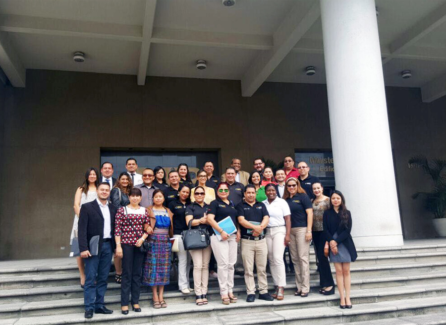 Abogados de varios países latinoamericanos participan en el Diplomado.