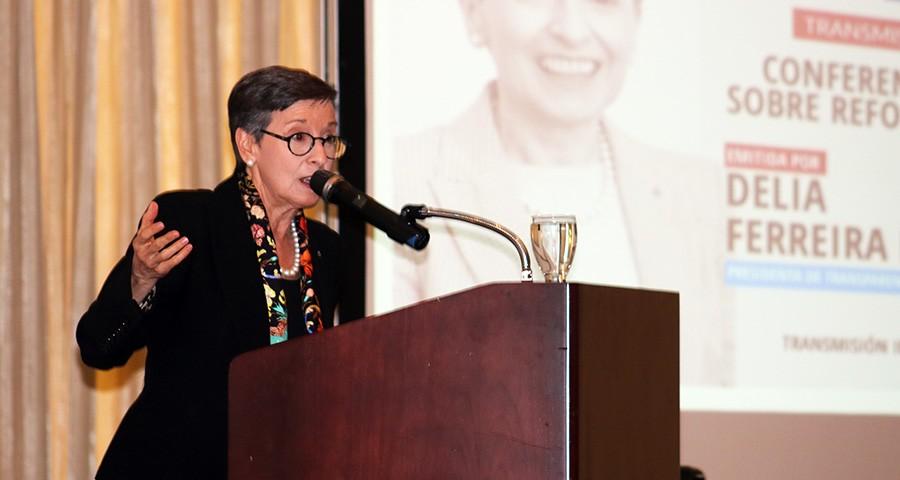 conferencia Delia Ferreira