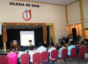 Líderes juveniles de la Iglesia de Dios son capacitados en prevención de violencia